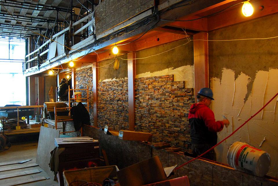 Instalacja kamienia naturalnego na ścianie Opole