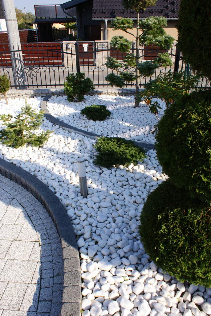 Kamienne ogrody Skalite w białym stylu