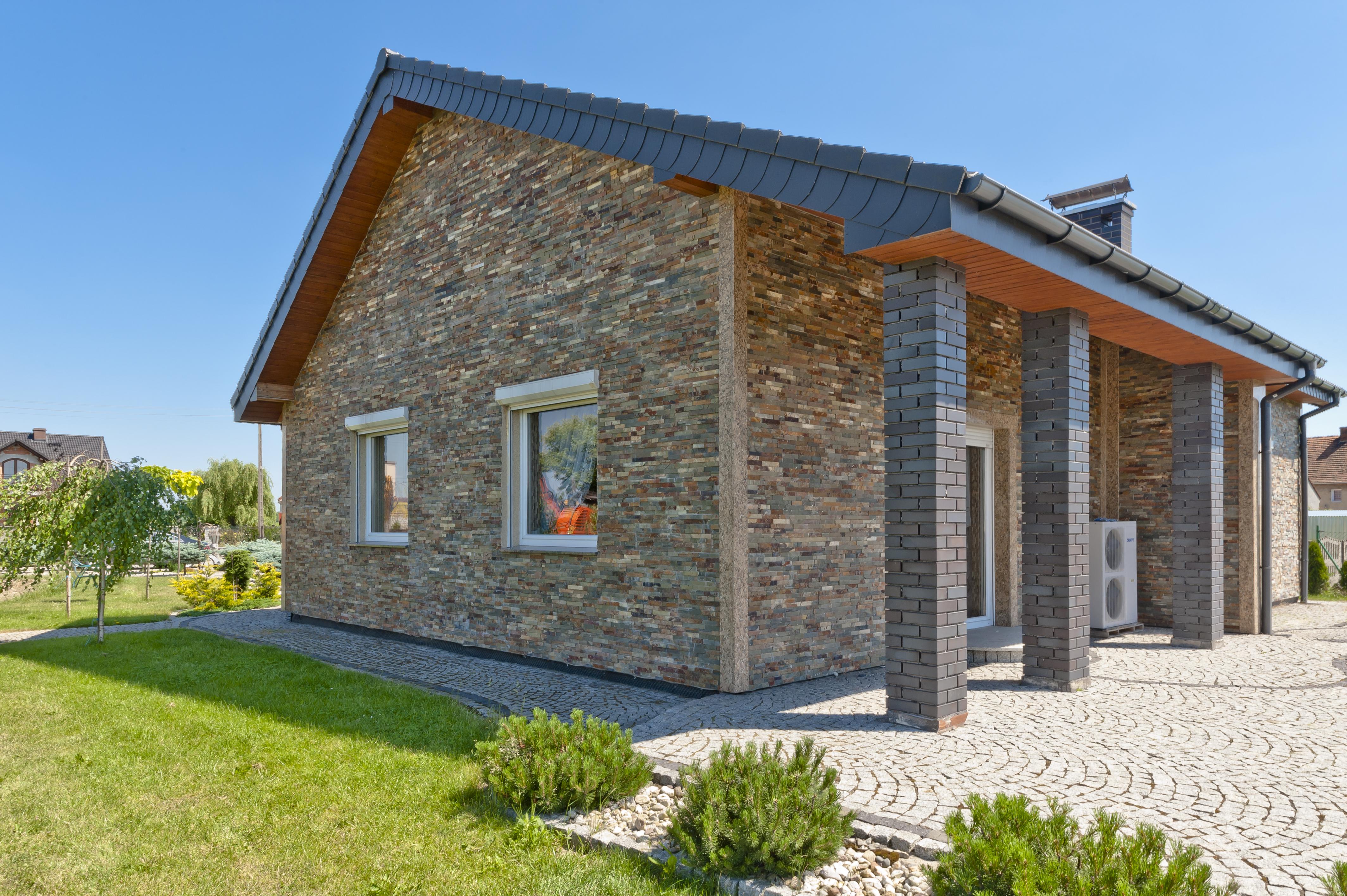 Dom całkowicie wykończony panelami Malachit