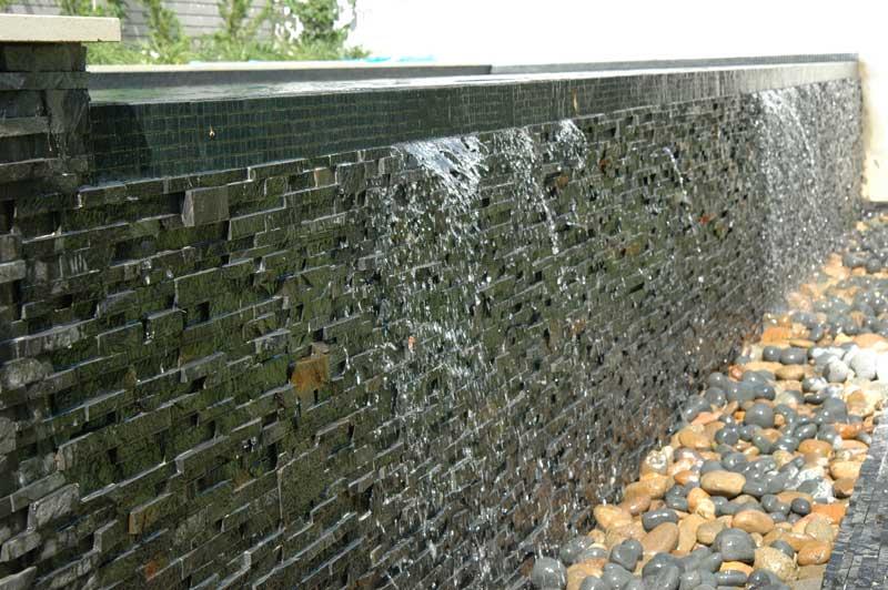 Panele Grey w aranżacji fontanny