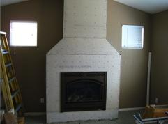 Instalacja kamienia dekoracyjnego na kominku