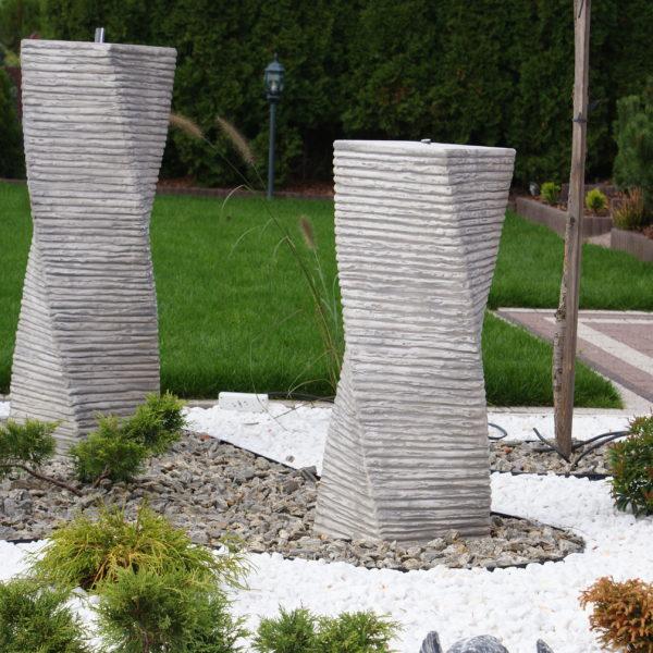 Fontanna wraz z korą kamienna i białym grysem Thassos