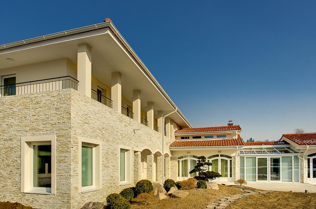 Dom z kamienia elewacyjnego
