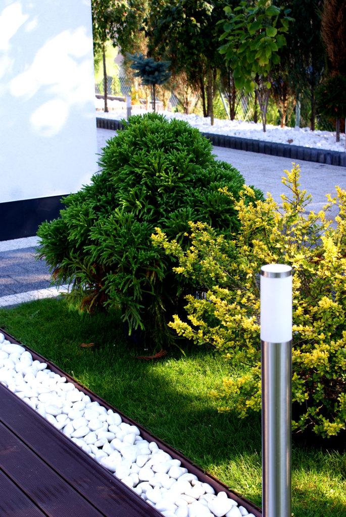 Biały kamień do ogrodu
