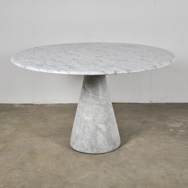 biały stół marmurowy carrara