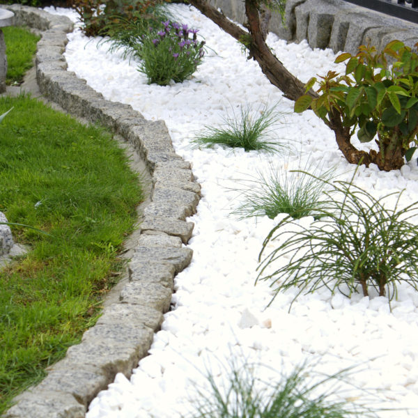 biały kamień dekoracyjny