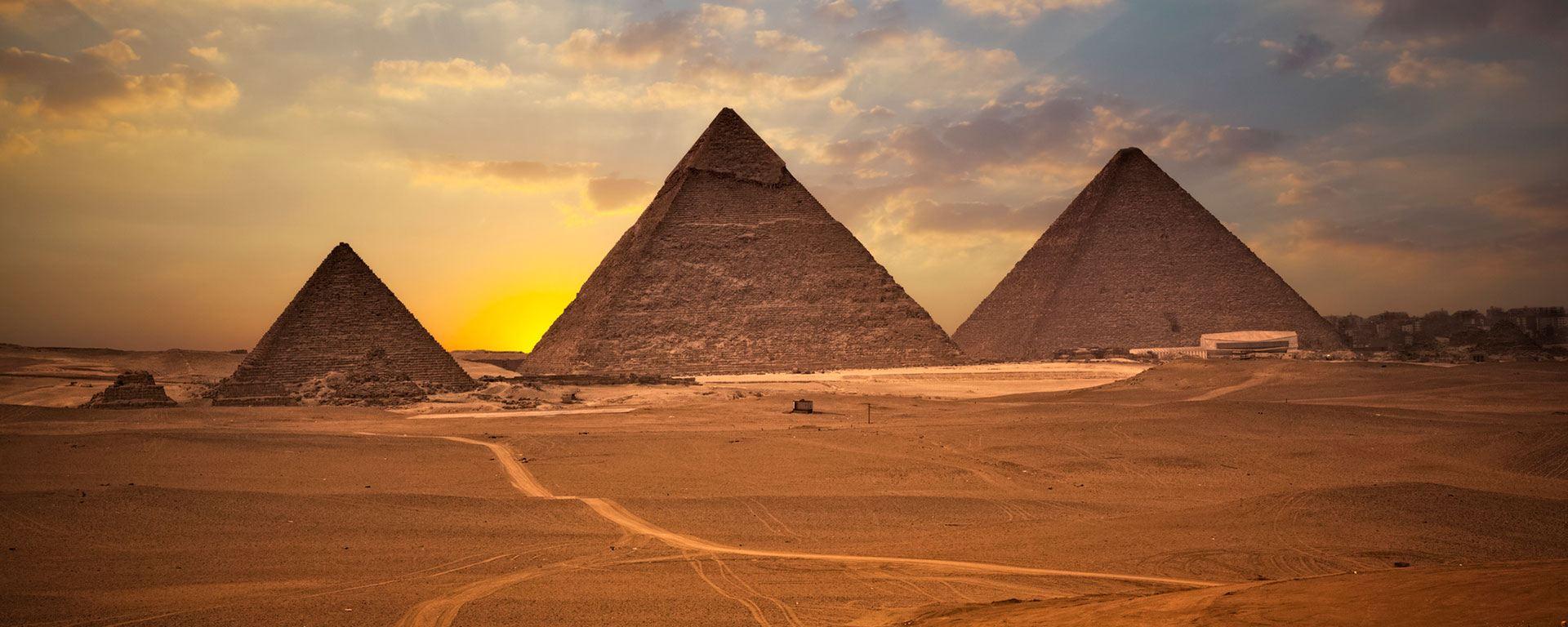 piramidy z kamienia