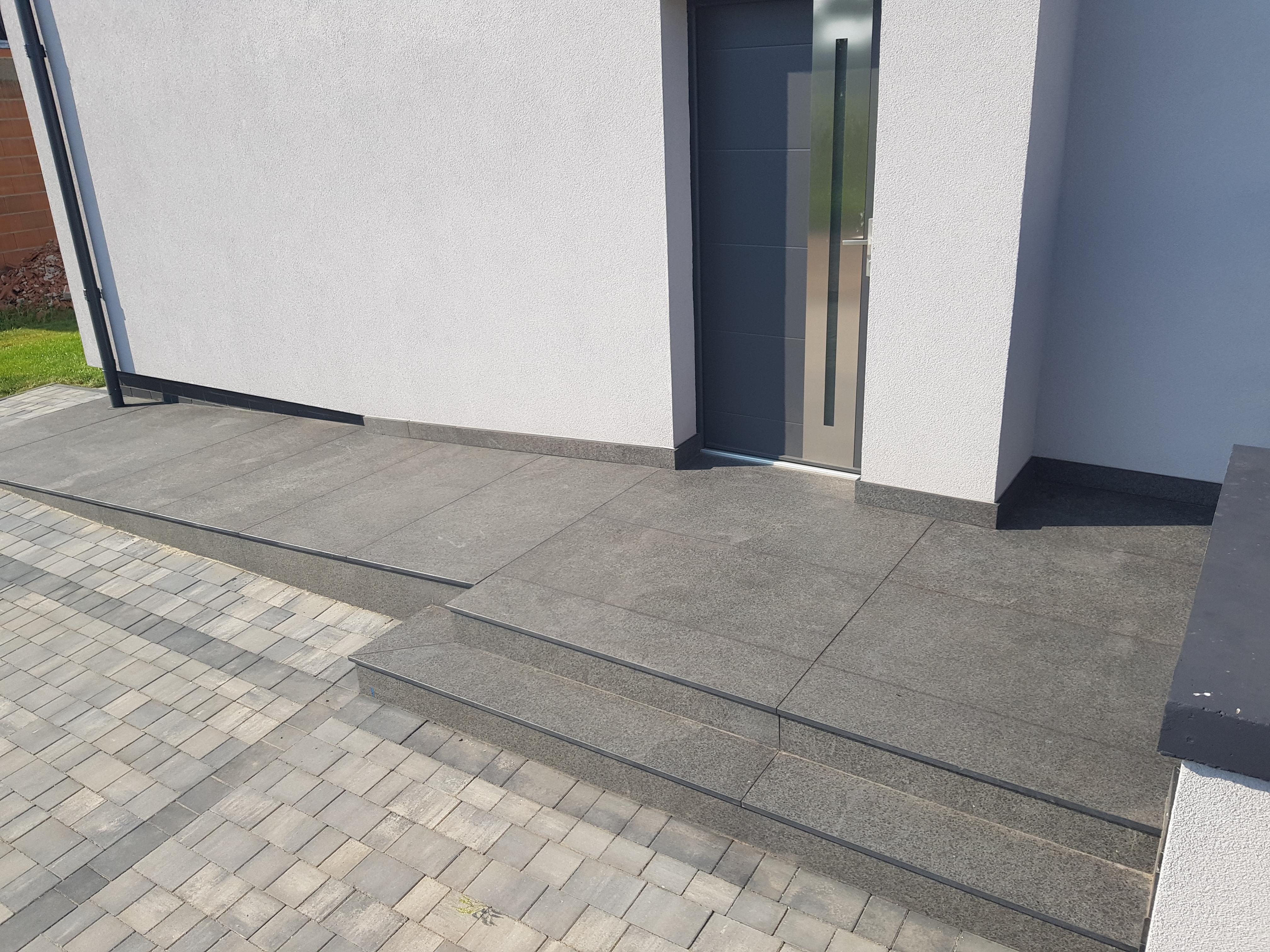 schody na zewnątrz granitowe
