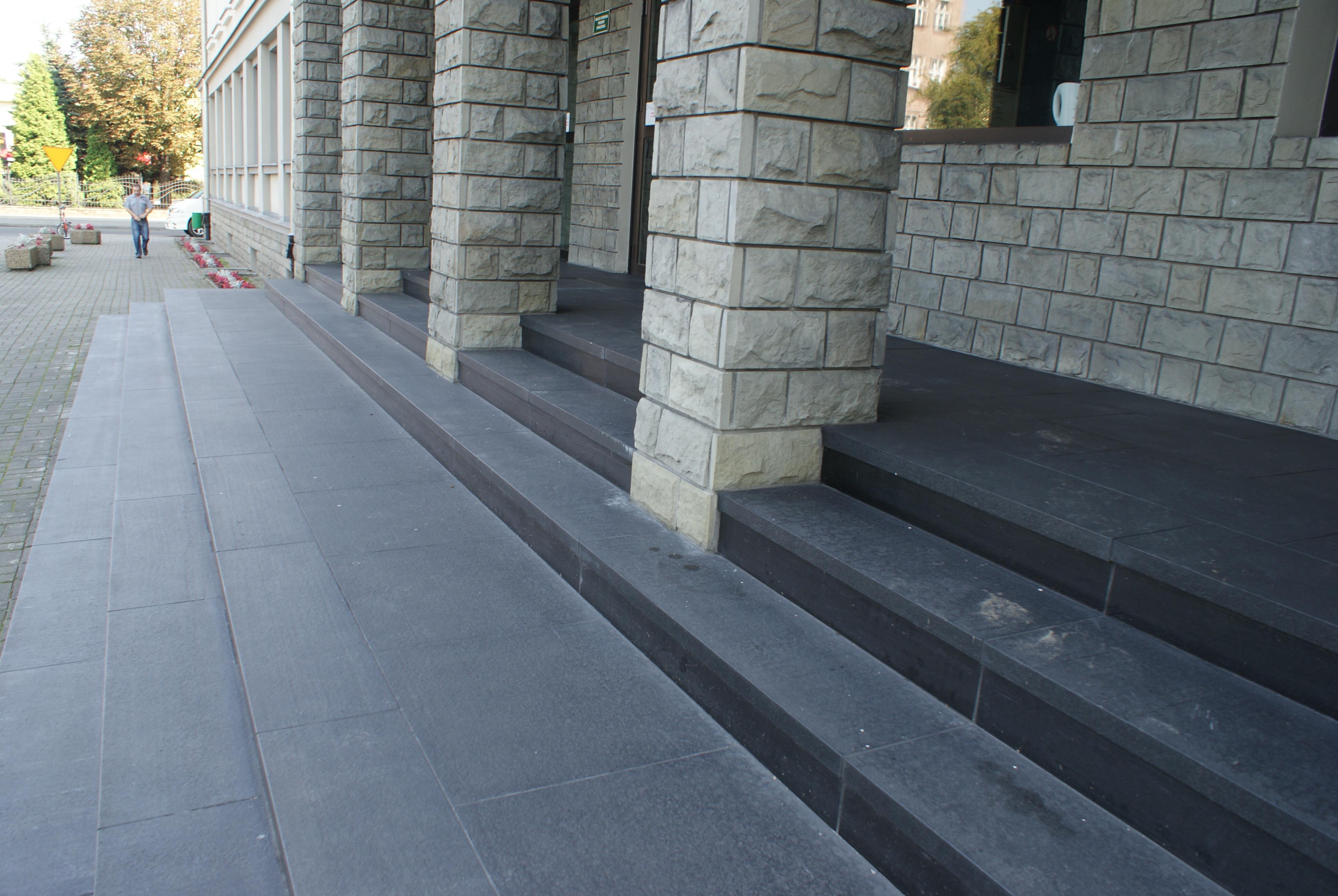 grafitowe schody zewnętrzne