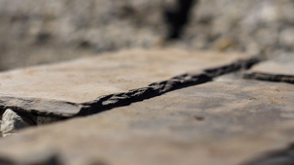 okładzina kamienna z płytek cięto-łupanych